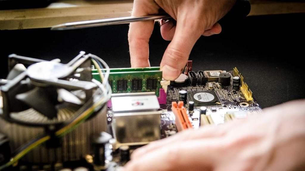 Meningkatkan Performa Komputer Drastis Header