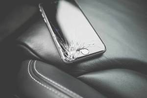 how-to-protect-iphone-android-screen-from-cracking