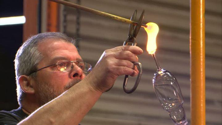 Profesi Pengrajin kaca yang unik