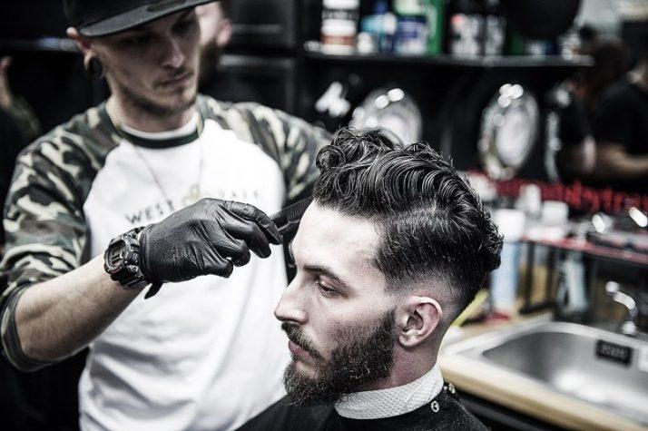 Profesi tukang cukur yang sedang naik daun