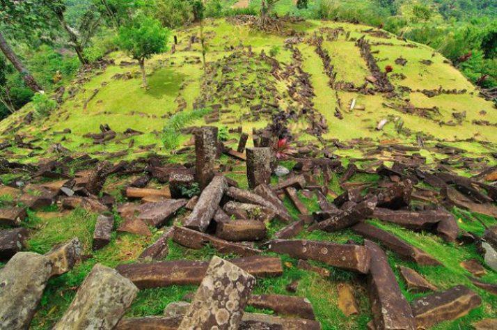 peninggalan prasejarah gunung padang