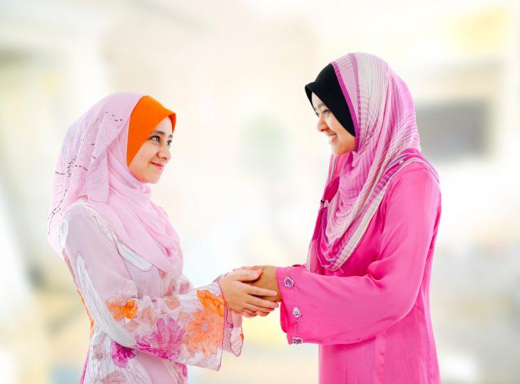 saling bersalaman dan halal bi halal