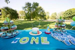 Beach cake and cupcakes