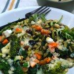 Vegetarian Kale & Lenti Salad Bowls with Creamy Lemon Dressing