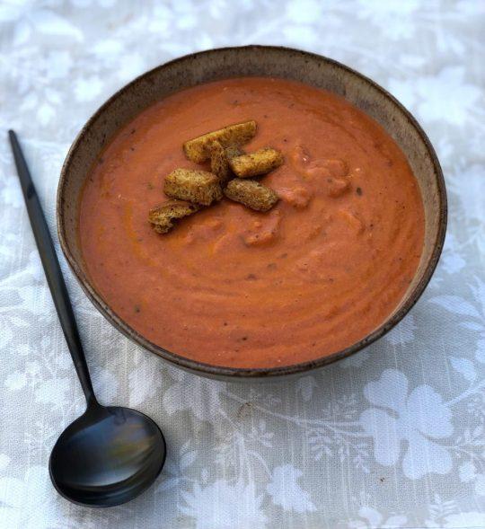 creamy tomato basil bisque soup