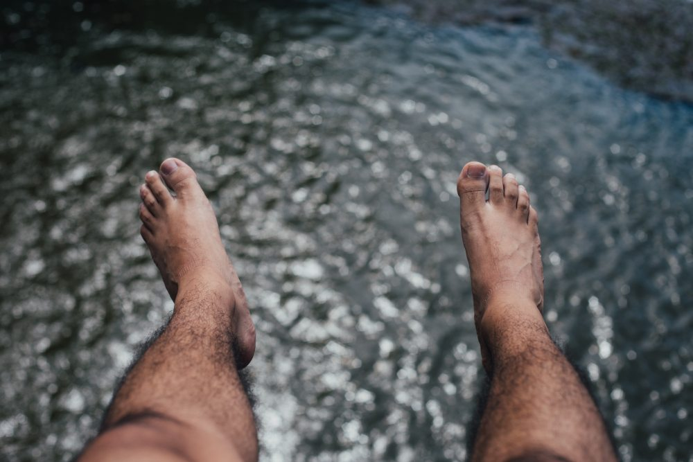 hairy-feet-legs-hanging-57646