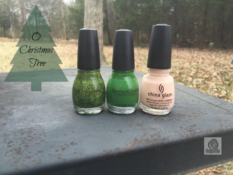 Christmas-tree-manicure-monday-coilylocks-1
