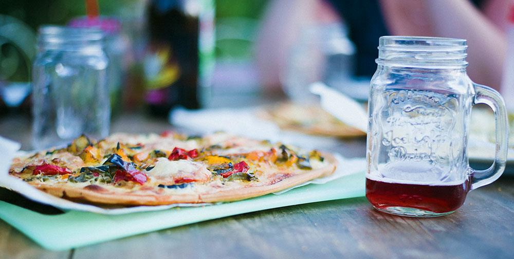 Pizza e vino rosato