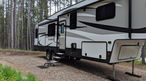 For a few minutes we were parked at the Lake View Campground of the Big Horn National Forest