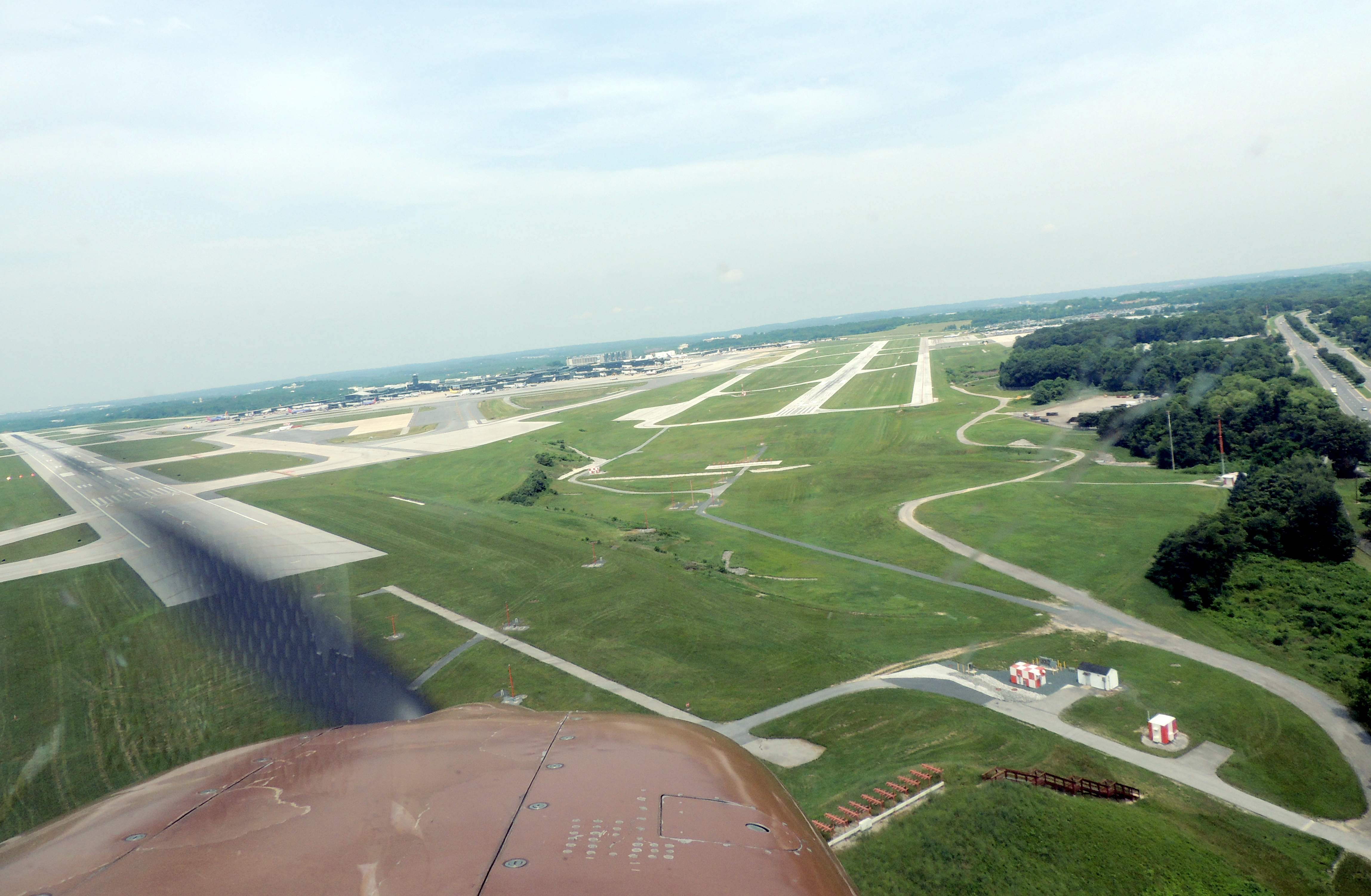 Final approach to 33Right at BWI (Baltimore MD)