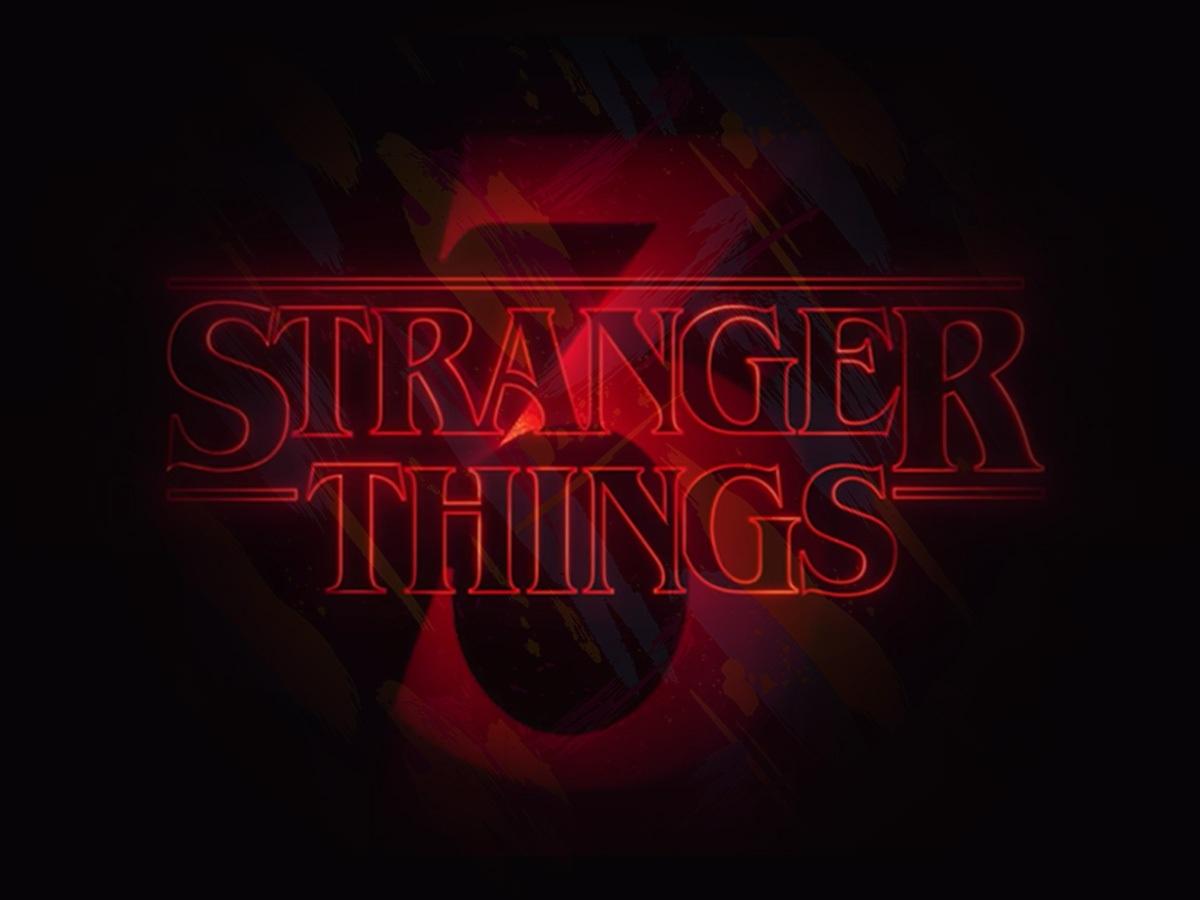 Stranger Things - Starcourt Mall 1980s Fashion Style