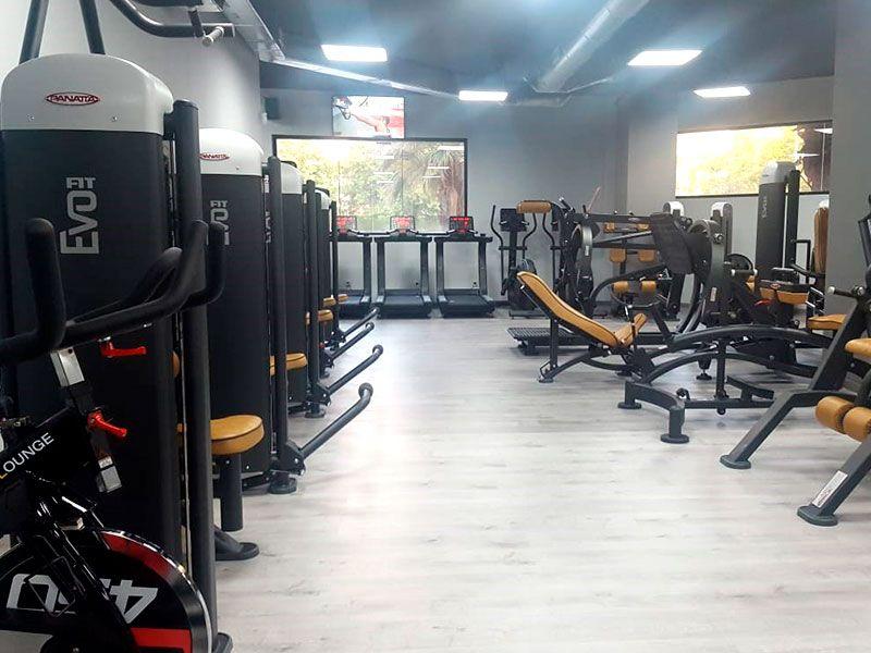 Sala de Pesas - Gimnasio Wings Fitness Valterna