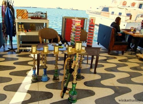 Bar en el paseo marítimo de Izmir