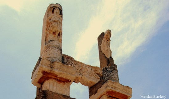 Detalle de las columnas del templo de Domitiano ( 81-96 d.c)
