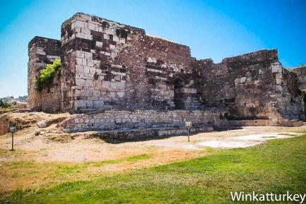 Restos de la basílica desde el bulevar Gazi Osman Pashá