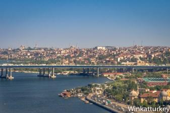 Vista del Cuerno de Oro, la Suleymaniye se ve arriba a la izquierda.