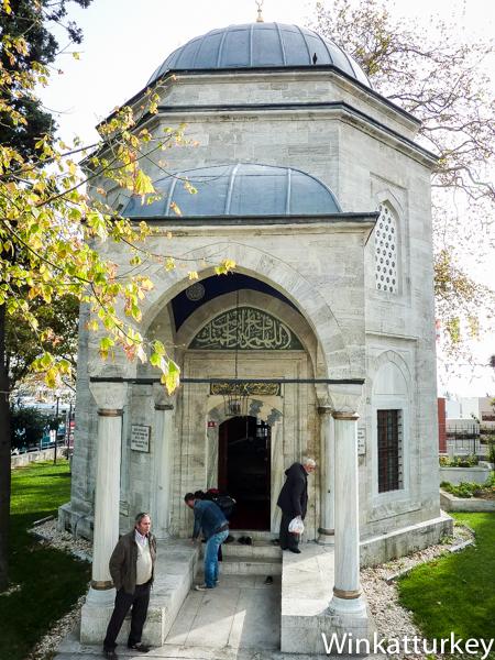 Pórtico de entrada el mausoleo