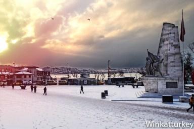 La plaza de Barbarroja un día de nieve