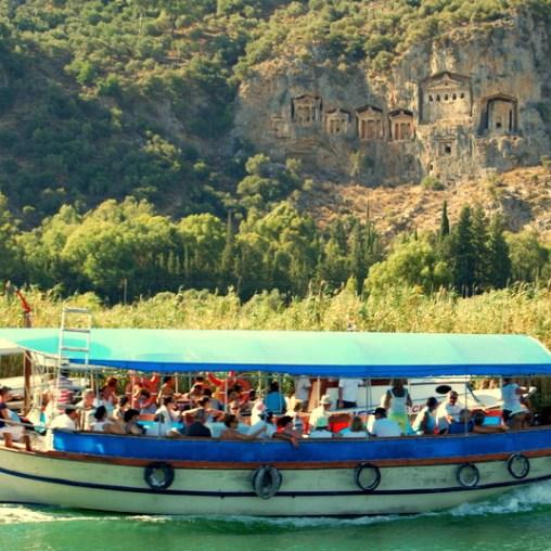 Barco comunitario en Dalyan