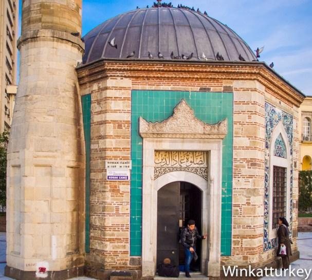 Entrada a la mezquita de Konak