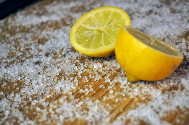 13 Home Cleaning Tips Using Normal Household Ingredients - Clean wooden and bamboo cutting boards with kosher salt and lemon.
