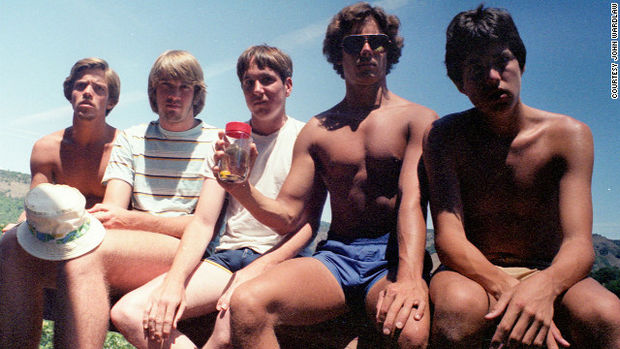 5 Friends Take the Same Photo Every Five Years - 1982