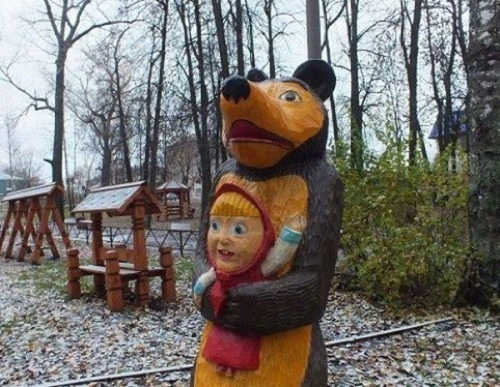 20 Creepy Playgrounds - The bear has captured Goldilocks.
