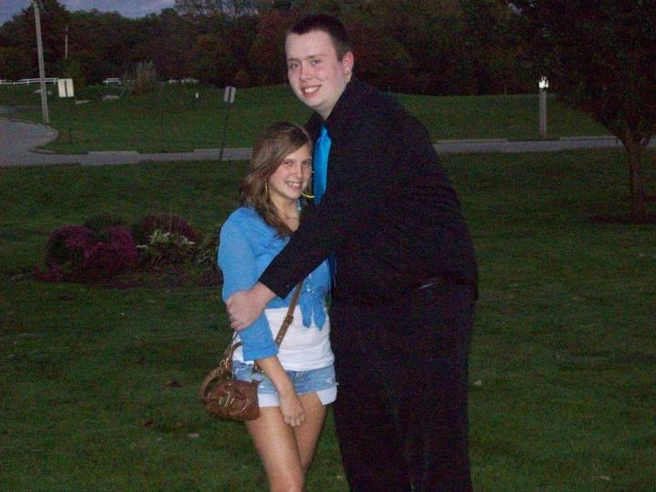27 Tall People Problems Only Tall People Have - Hugging nearly everyone is awkward.