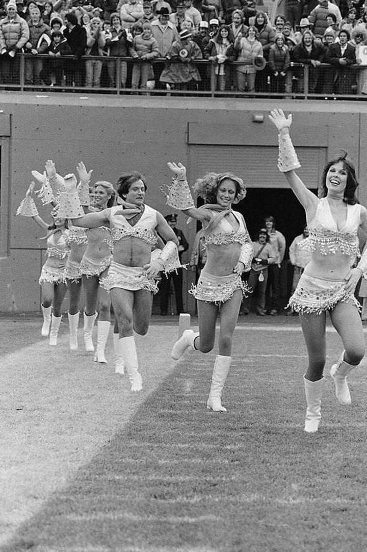Robin Williams dressed like a cheerleader in 1980.