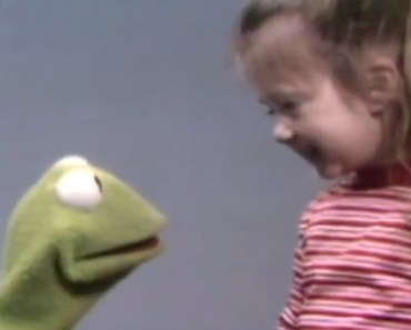 Kermit and Joey Reciting the Alphabet in Sesame Street. Cute.