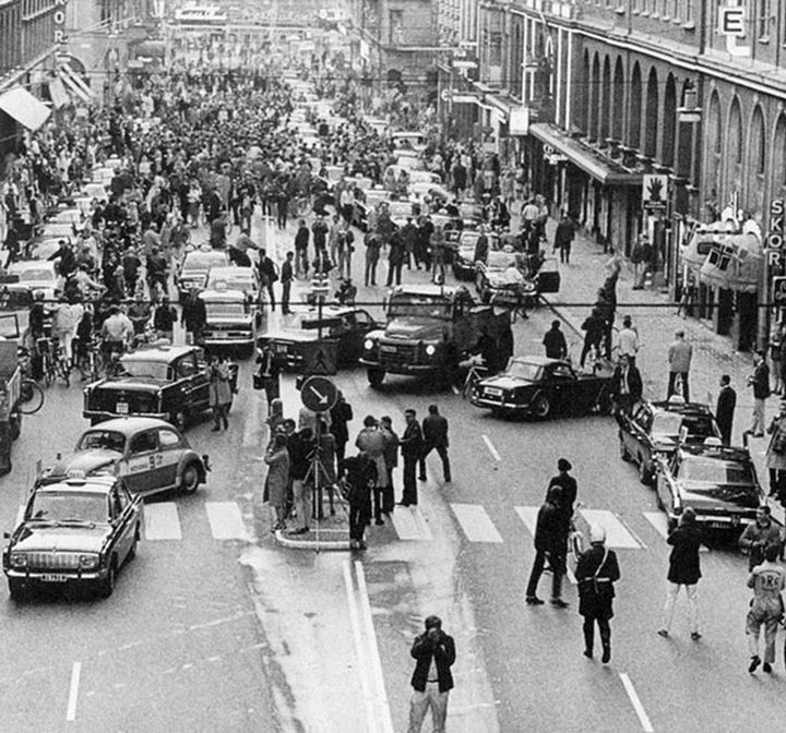 21 Historical Photos - First morning after Sweden changed from driving on the left side of the road to the right side, 1967.