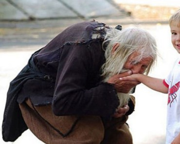 100-Year-Old Man Is Homeless but Gives Money to Orphanages.