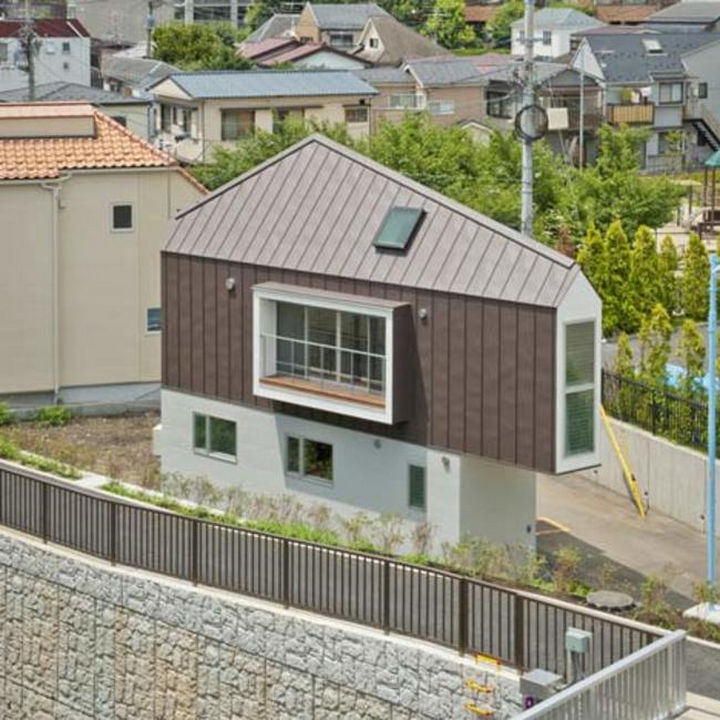 Small House Design in Japan - Kota Mizuishi built this home on a triangular plot of land.