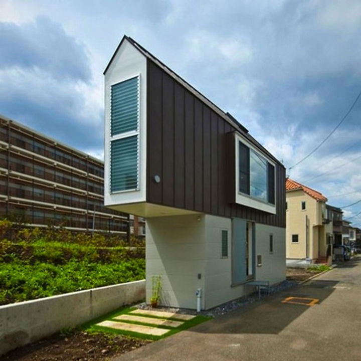 Small House Design in Japan - From the outside, it appears like a very narrow house.
