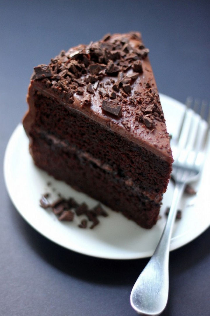 19 Chocolate Cake Recipes That Are Better Than Any Boyfriend - Super decadent chocolate cake with chocolate fudge frosting.