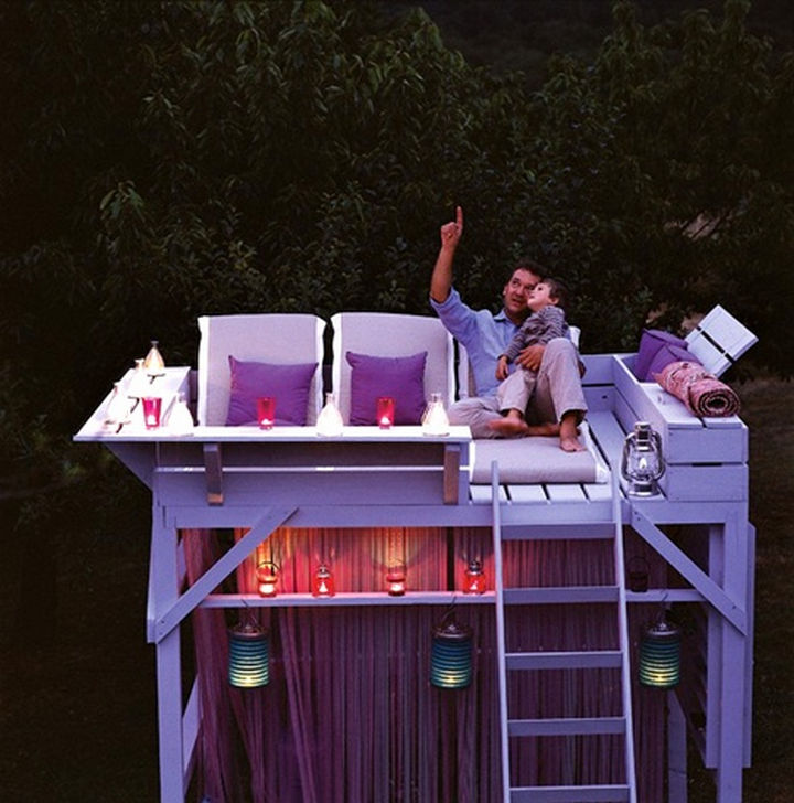 34 DIY Backyard Ideas for the Summer - Install a bunk bed in the backyard and turn it into a stargazing treehouse.