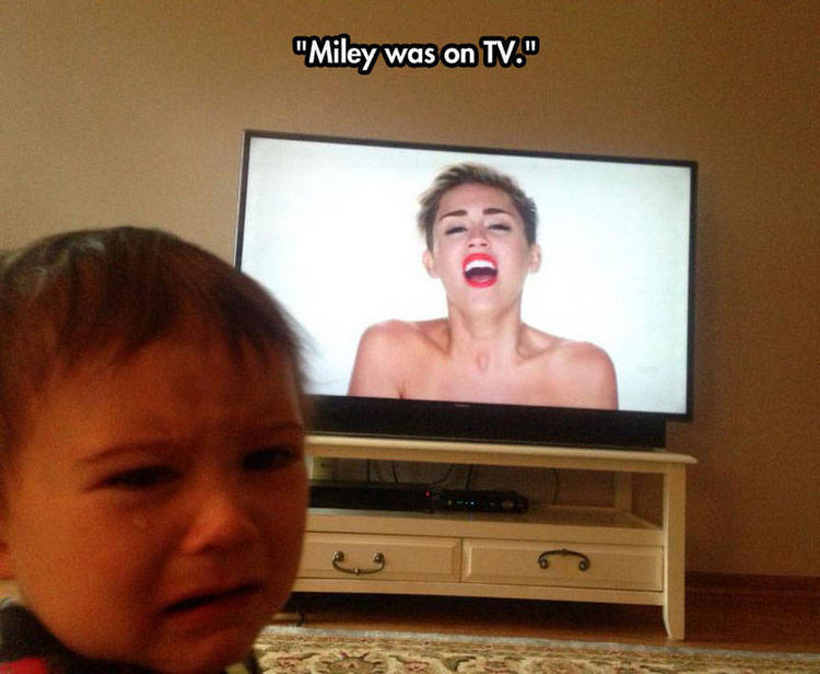 37 Photos of Kids Losing It - Miley was on TV.