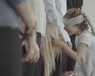 Blindfolded Kids Find Their Moms in Pandora Commercial.