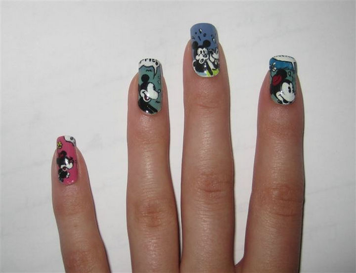 18 Disney Nails - Mickey and Minnie Mouse.