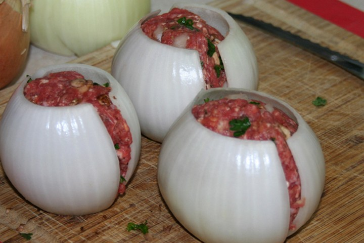 The amount of meatballs will depend on how many onion layers you have so if you need more onions, simply create more onion halves as you need.