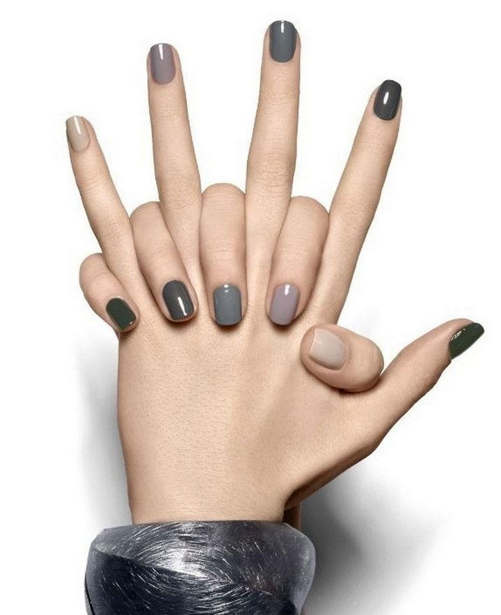 17 Minimalist Nails - Neutral ombre nails.