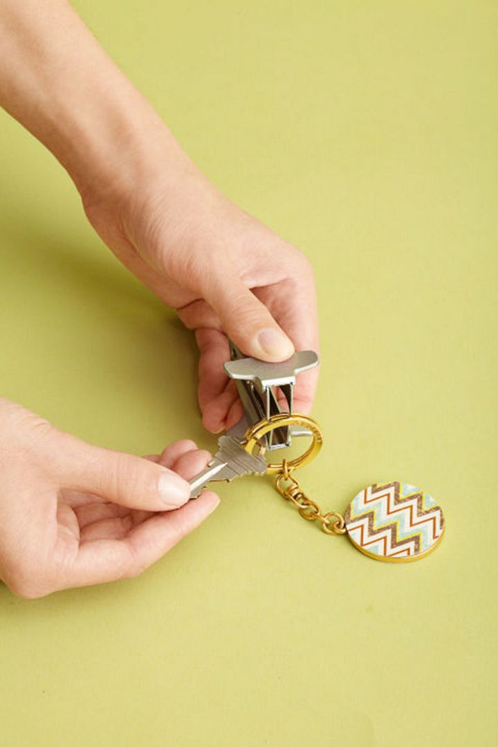 47 Amazing Life Hacks - Staple Remover - Easily add keys to your key ring using a staple remover. No more chipped nails!