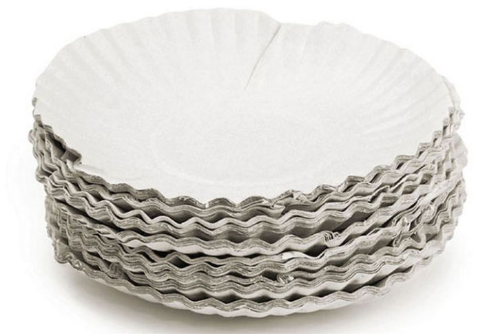 47 Amazing Life Hacks - Paper Plates - Protect your antique china plates or fine dinnerware from scratches by placing an inexpensive paper plate between them when storing.