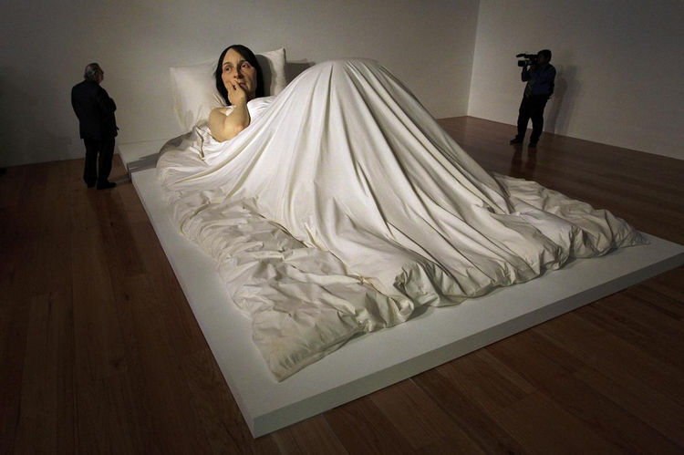 Artist Ron Mueck Creates Hyper Realistic Sculptures of People 20