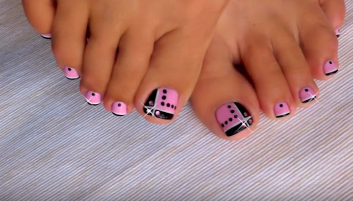 13 Pedicure Designs - Awesome pink and black design.