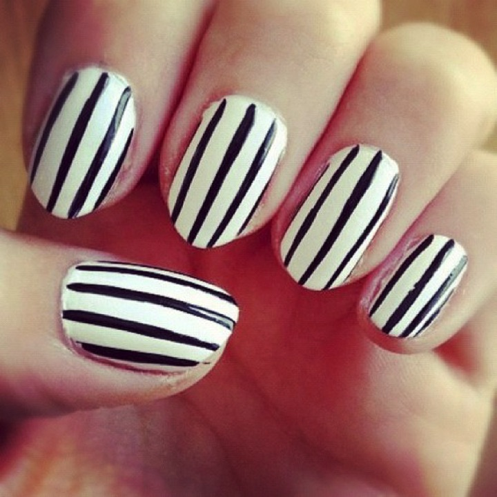 13 Black And White Nails Vertical Stripes Look Great Too