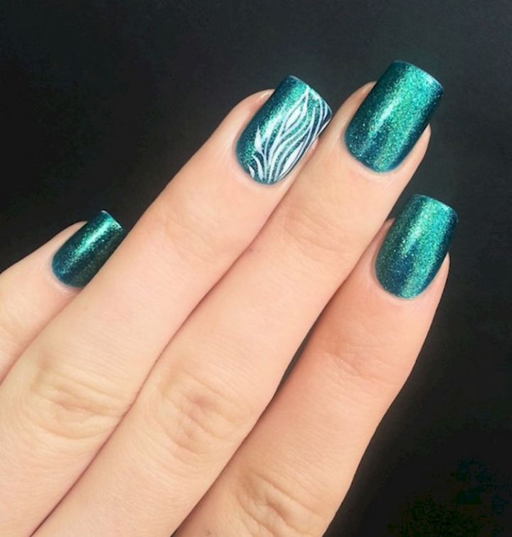 18 Green Manicures - A gorgeous shade of green.