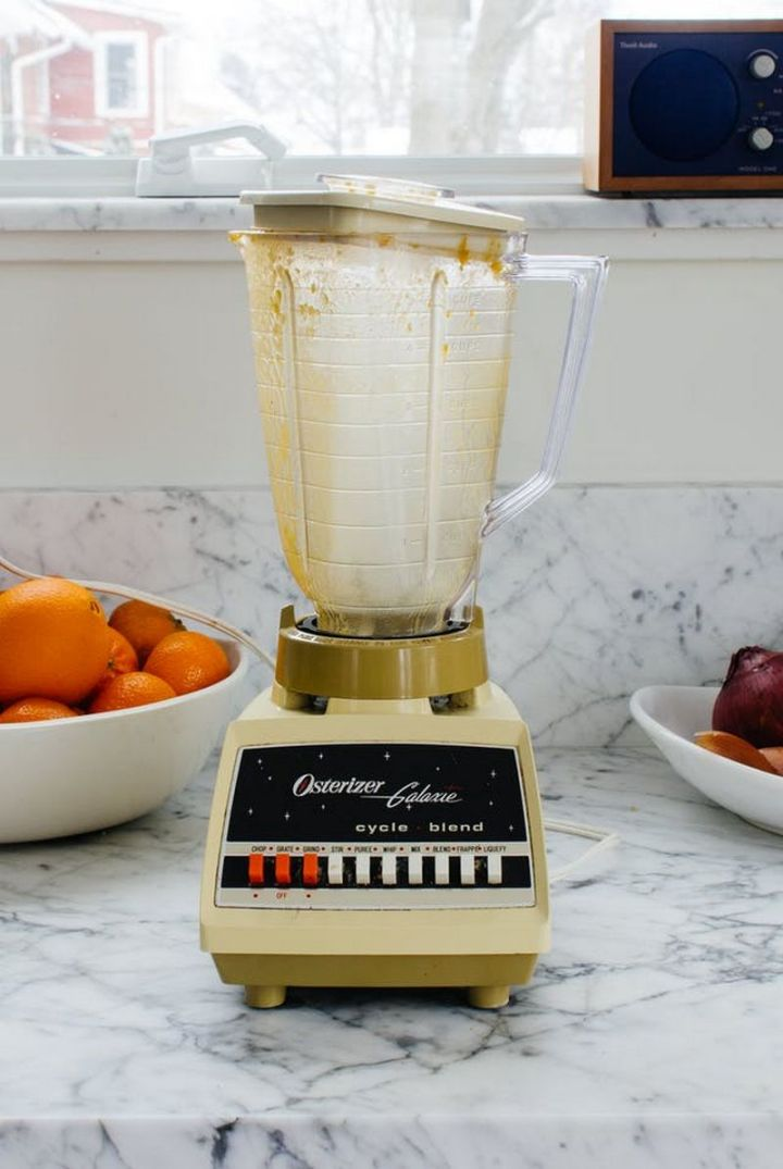 35 House Cleaning Tips - Clean your blender in 30 seconds.