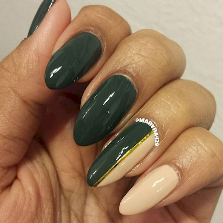 18 Beautiful Green Nails for Fall - Like the changing seasons, transition from one color to another.