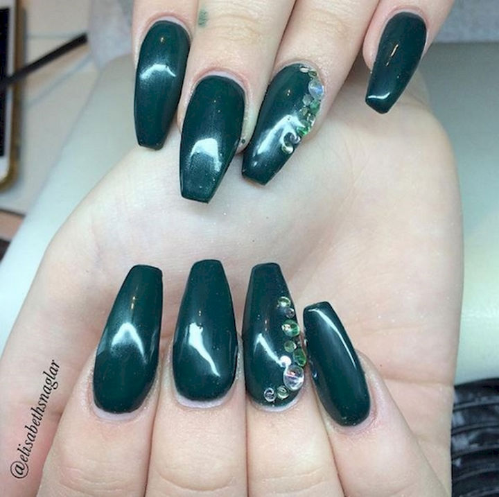 18 Beautiful Green Nails for Fall - Dark green nails are terrific for autumn.